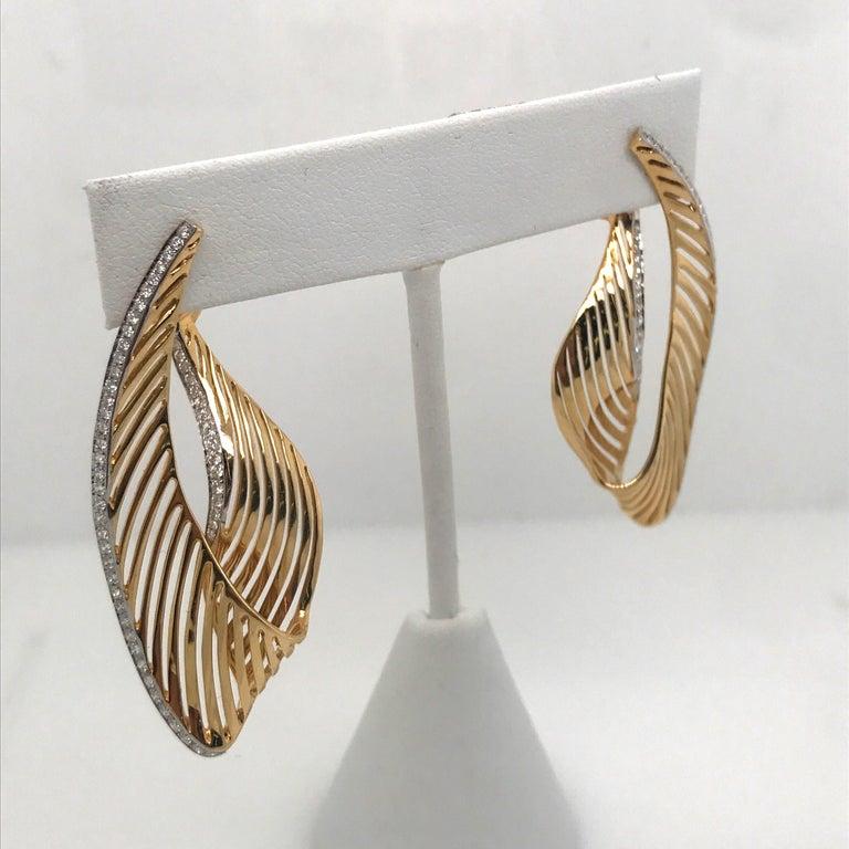 Round Cut 18 Karat Yellow Gold Diamond Swirl Drop Earrings 1.03 Carat For Sale