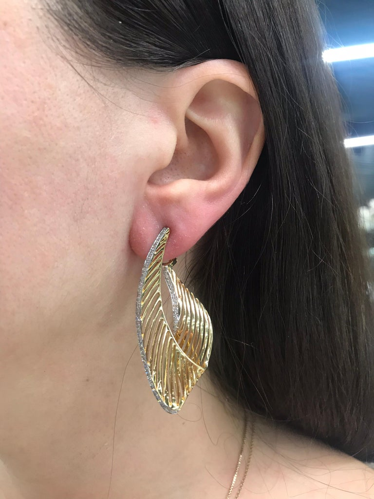 18 Karat Yellow Gold Diamond Swirl Drop Earrings 1.03 Carat In New Condition For Sale In New York, NY