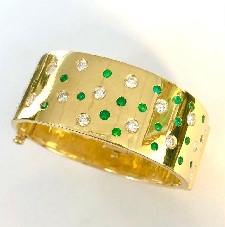 18 Karat Yellow Gold Emerald and Diamond Bangle Bracelet For Sale 1