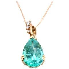 18 Karat Yellow Gold Emerald and Diamond Necklace