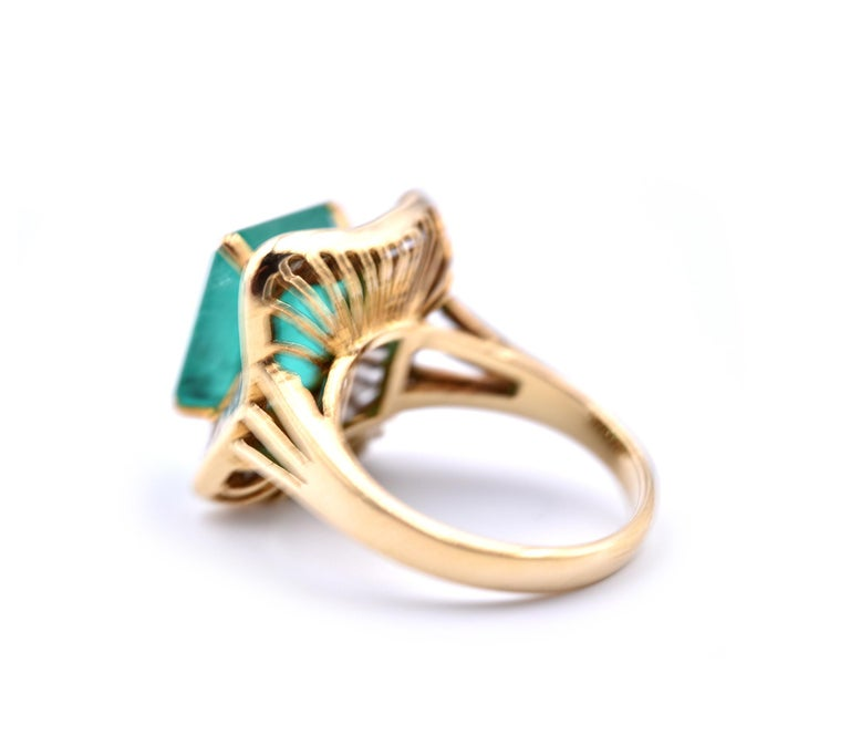 18 Karat Yellow Gold Emerald and Diamond Ring In Excellent Condition For Sale In Scottsdale, AZ