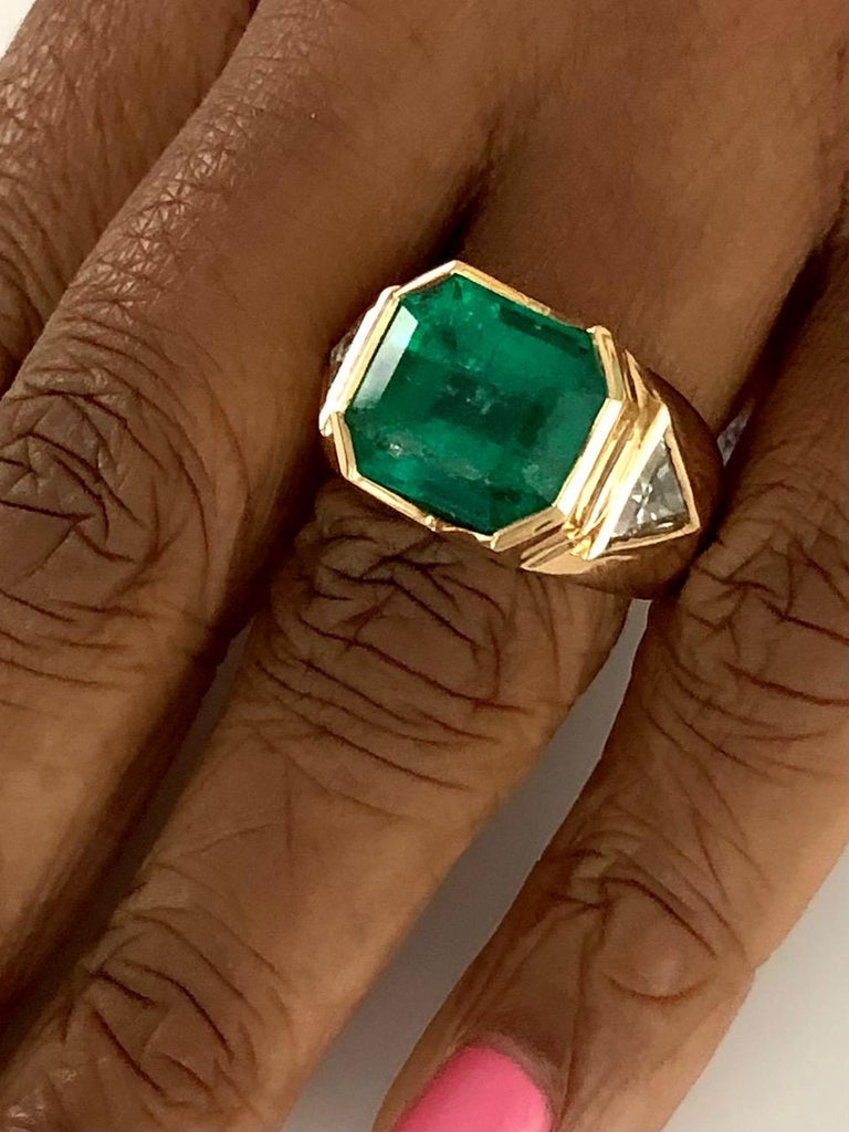 18K Yellow Gold, 8.41 CT Colombian Emerald and Diamond Special Ring For Sale 5