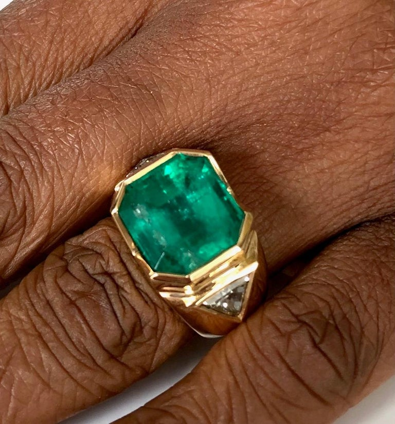 18K Yellow Gold, 8.41 CT Colombian Emerald and Diamond Special Ring For Sale 7