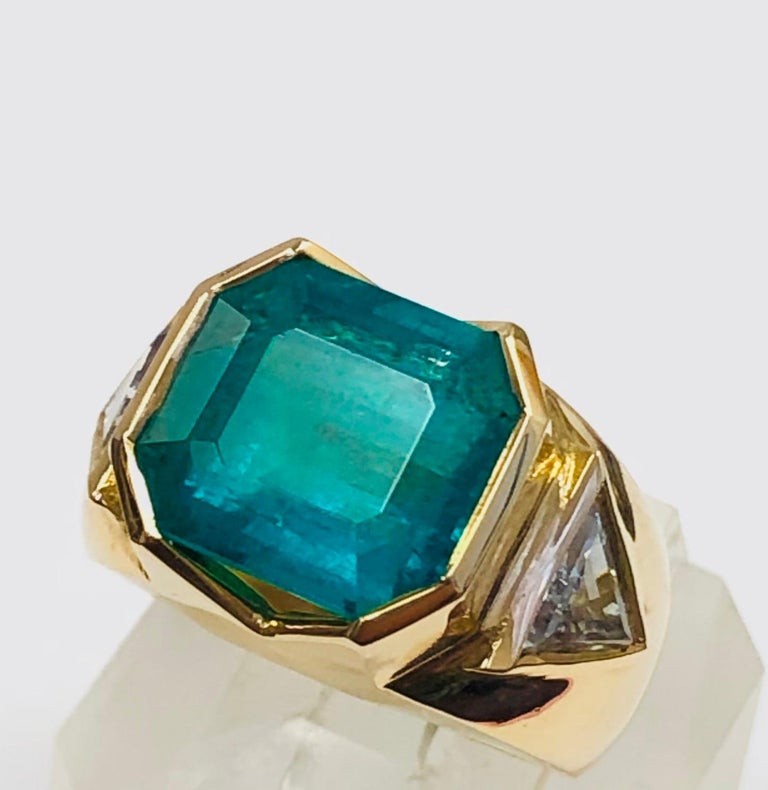 Contemporary 18K Yellow Gold, 8.41 CT Colombian Emerald and Diamond Special Ring For Sale