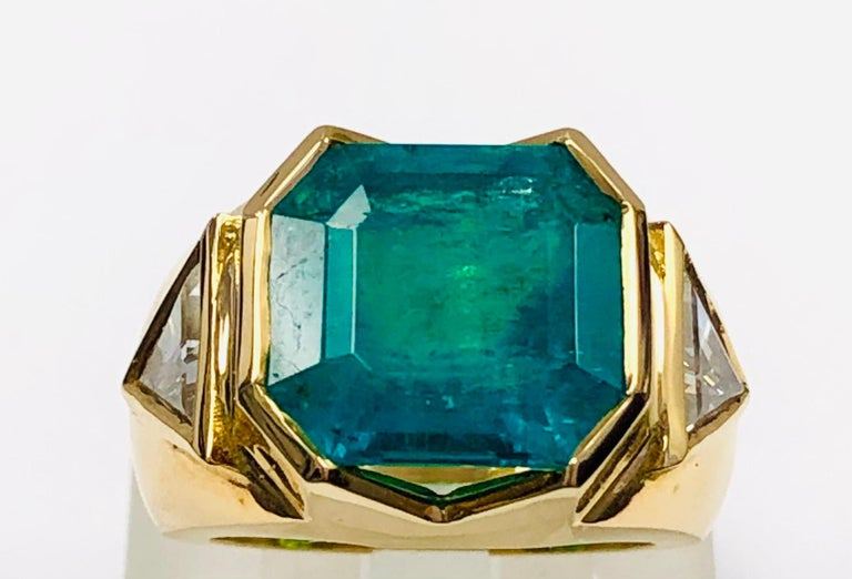 Women's 18K Yellow Gold, 8.41 CT Colombian Emerald and Diamond Special Ring For Sale