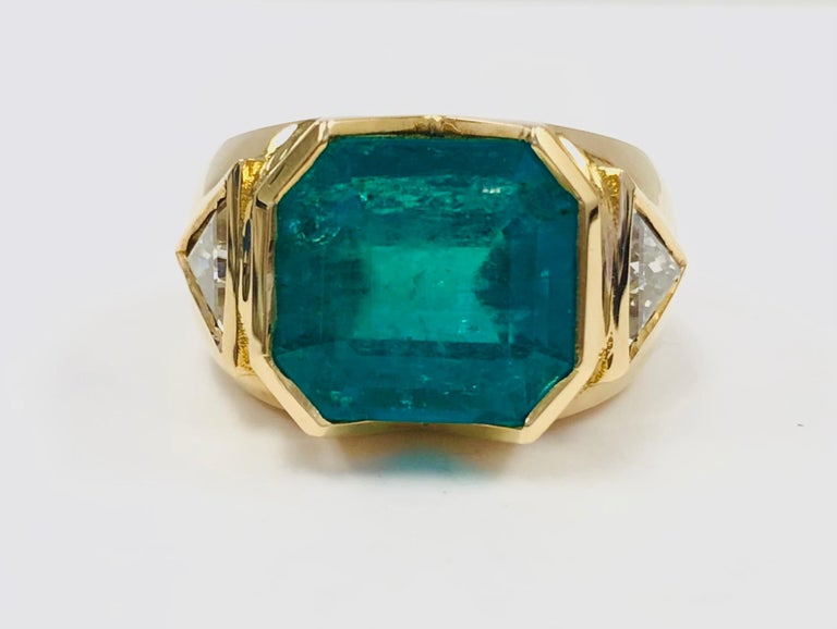18K Yellow Gold, 8.41 CT Colombian Emerald and Diamond Special Ring For Sale 1