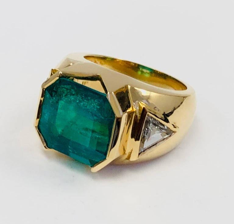 18K Yellow Gold, 8.41 CT Colombian Emerald and Diamond Special Ring For Sale 3