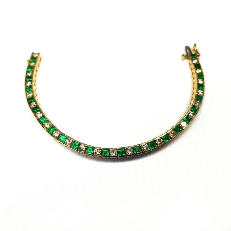 Contemporary 18 Karat Yellow Gold Emerald and Diamonds Tennis Bracelet For Sale