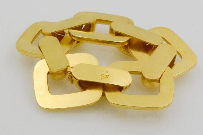 Elizabeth Locke 18 Karat Yellow Gold Hammered  Rectangular Link Bracelet For Sale 4