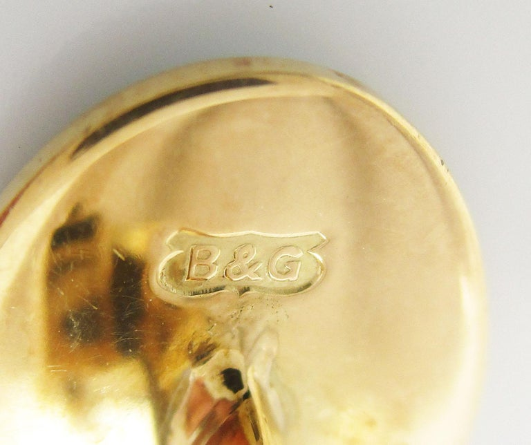 18 Karat Yellow Gold Hand Painted Bobby Jones Golfer Cufflinks For Sale 2