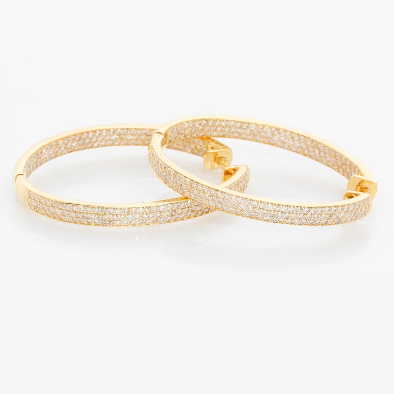 18 Karat Yellow Gold Inside Out Pave Diamond Hoops In New Condition For Sale In Dallas, TX
