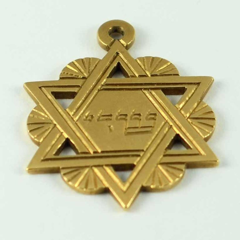 18 Karat Yellow Gold Jewish Star of David Charm Pendant In Good Condition For Sale In London, GB