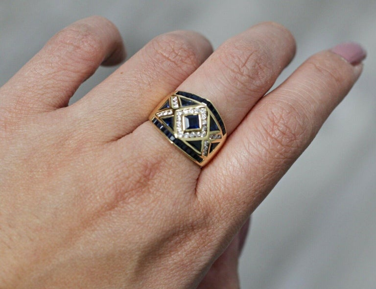 18 Karat Yellow Gold LeVian Blue Sapphire and Diamond Ring In Excellent Condition For Sale In Los Angeles, CA