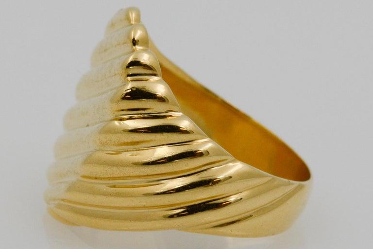 18 Karat Yellow Gold Men's Ridged Ring For Sale 1