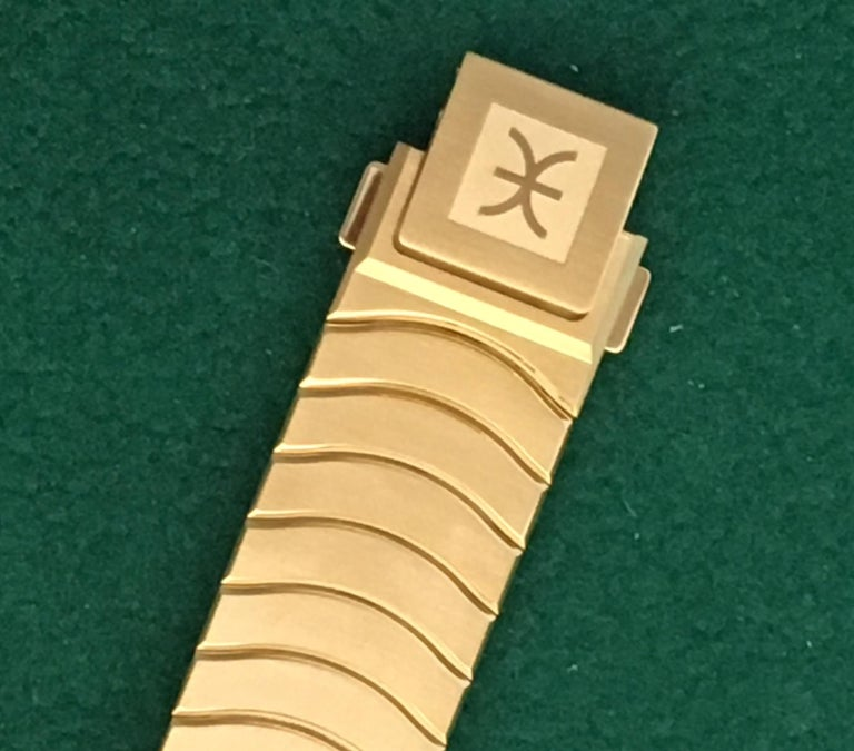 Women's 18 Karat Yellow Gold Midsize Ebel Sport Classic Women's Watch 05.3.50.1096 For Sale