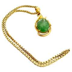 18 Karat Yellow Gold Pendant with Green Quartz and Chain 18 Karat