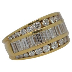 18k Yellow Gold Ring Set with Baguette & Round Brilliant Cut Diamonds, 3.02ct.