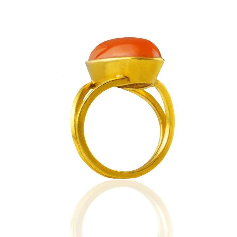 Art Deco 18 Karat Yellow Gold Ring with Agate Stone For Sale