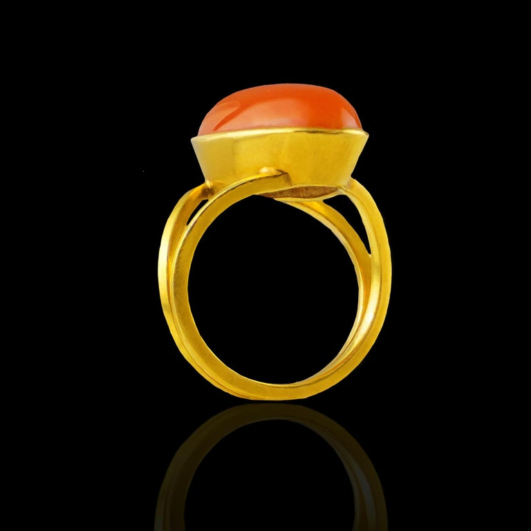 Baguette Cut 18 Karat Yellow Gold Ring with Agate Stone For Sale