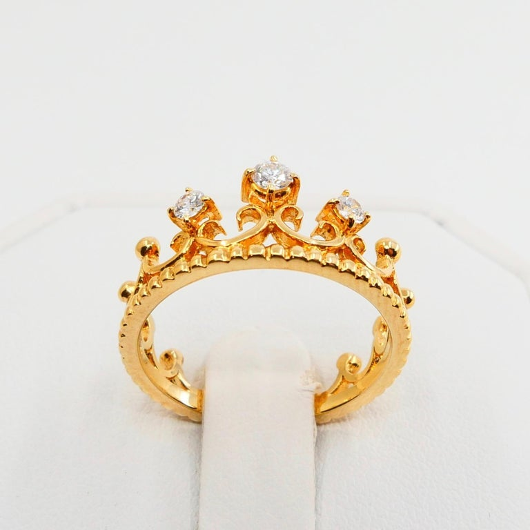 18 Karat Yellow Gold Three-Stone Crown Ring Brilliant Cut Diamonds For Sale 6