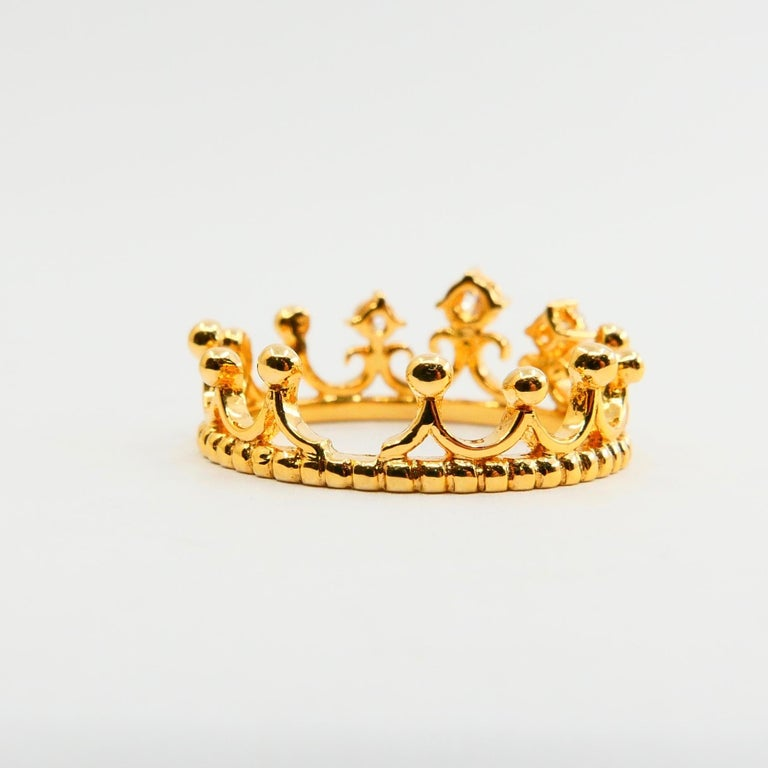 18 Karat Yellow Gold Three-Stone Crown Ring Brilliant Cut Diamonds For Sale 3