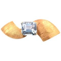 18 Karat Yellow Gold Vintage Aquamarine Custom Pin