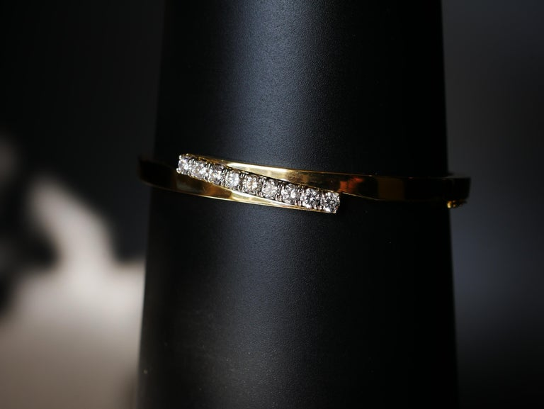 18 Karat Yellow Gold and White Round Brilliant Cut Diamond Bangle .90 Carat For Sale 1