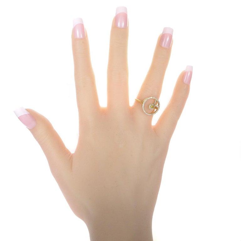 Women's 18 Karat Yellow Gold White and Yellow Diamond Ring For Sale