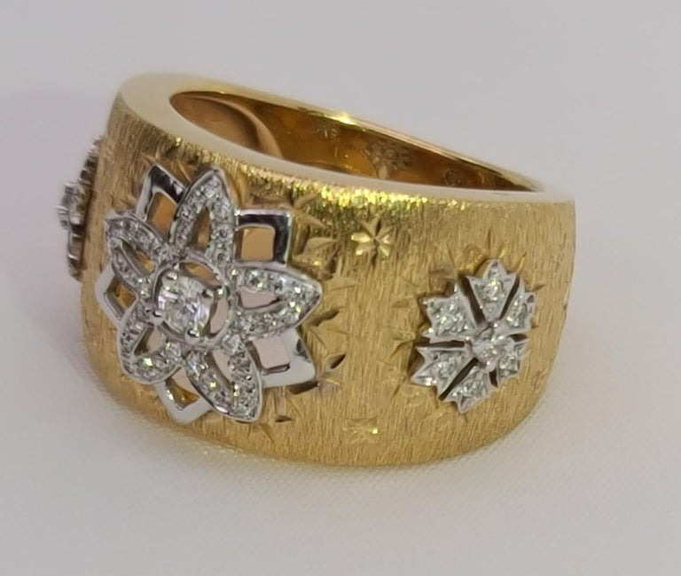 18k Yellow White Gold with Diamonds Cocktail Link Ring in Florentine Technique  In Excellent Condition For Sale In Hong Kong, HK