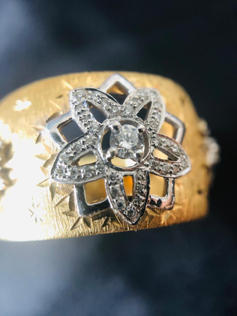 18k Yellow White Gold with Diamonds Cocktail Link Ring in Florentine Technique  For Sale 1