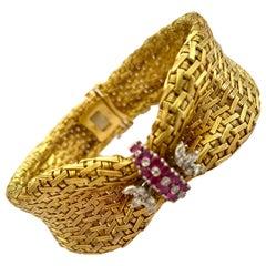 18 Karat Yellow Gold Bracelet Set with 16 Burma Rubies and 20 Diamonds, 1950