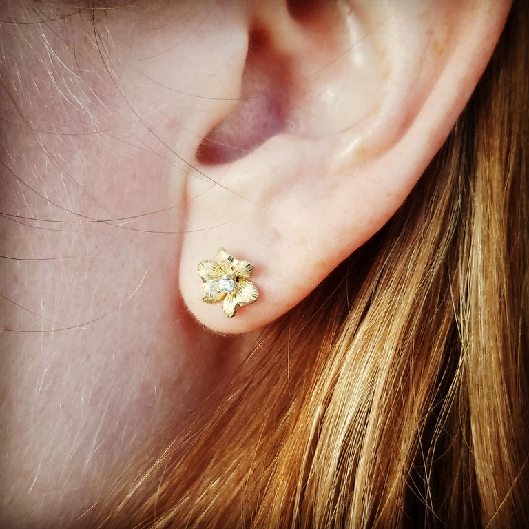 Round Cut 18kt and Diamond Floral Earrings, Handmade and Hand Engraved in Florence, Italy For Sale