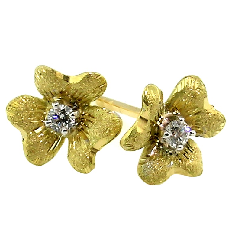 18kt and Diamond Floral Earrings, Handmade and Hand Engraved in Florence, Italy For Sale