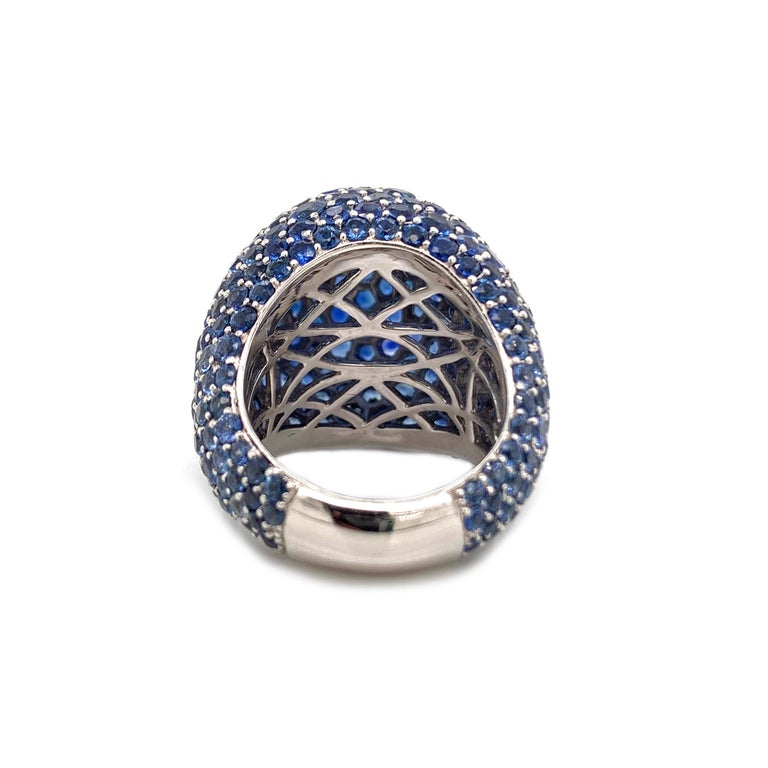 Round Cut 18 Karat Blue Sapphire 18.74 Carat White Gold Dome Ring For Sale
