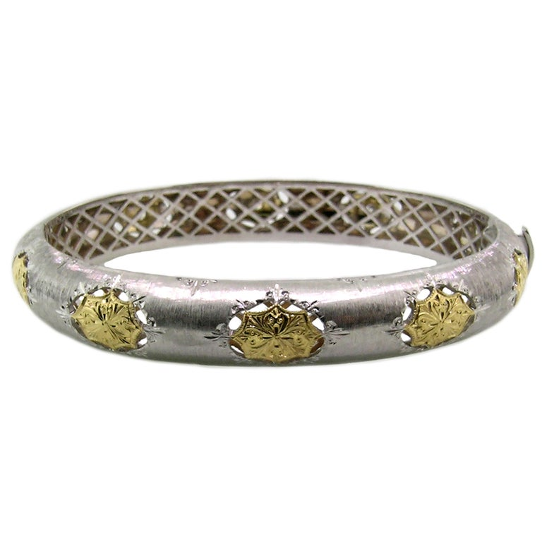 Round Cut 18kt Gold and Diamond Florentine Engraved Bangle, Handmade in Italy For Sale