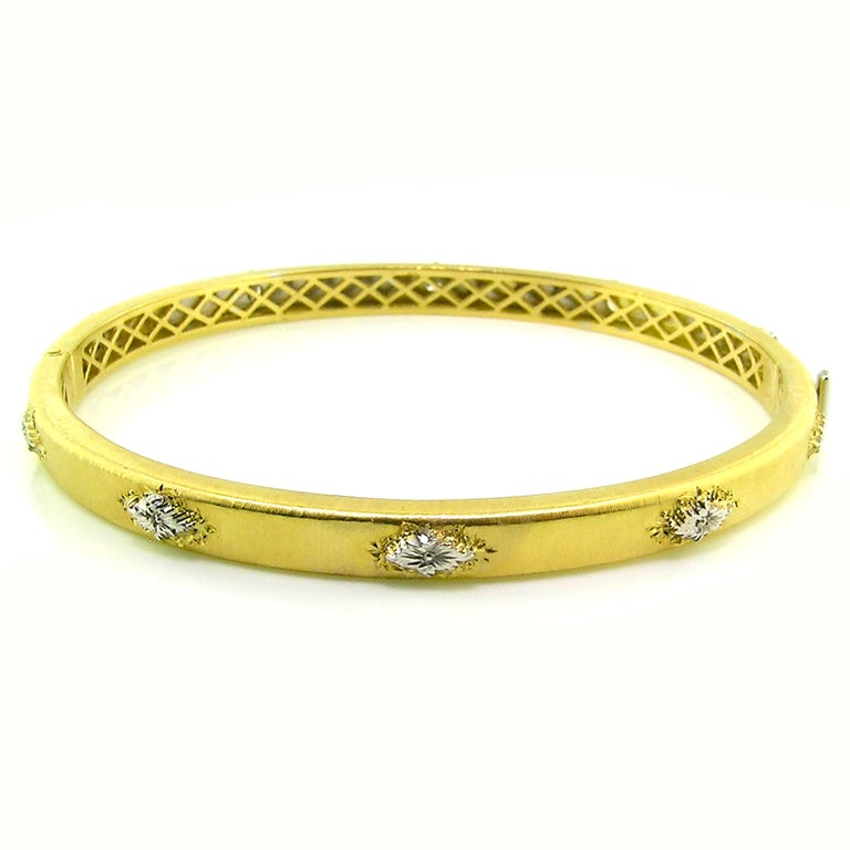 Round Cut 18kt Gold and Diamond Valentina Bangle, Handmade and Engraved in Florence, Italy For Sale