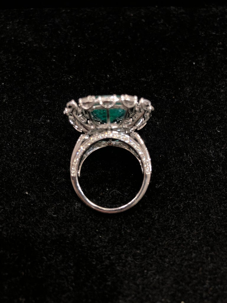 Contemporary  Emerald 18k Gold White Diamond Cocktail Ring For Sale