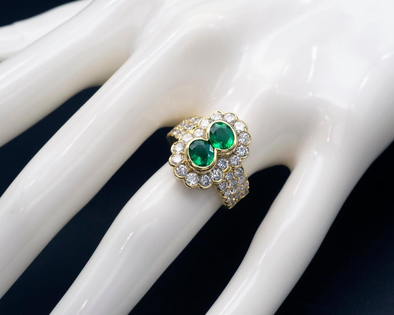 Contemporary 18 Karat Gold Emerald and Diamond Ring For Sale