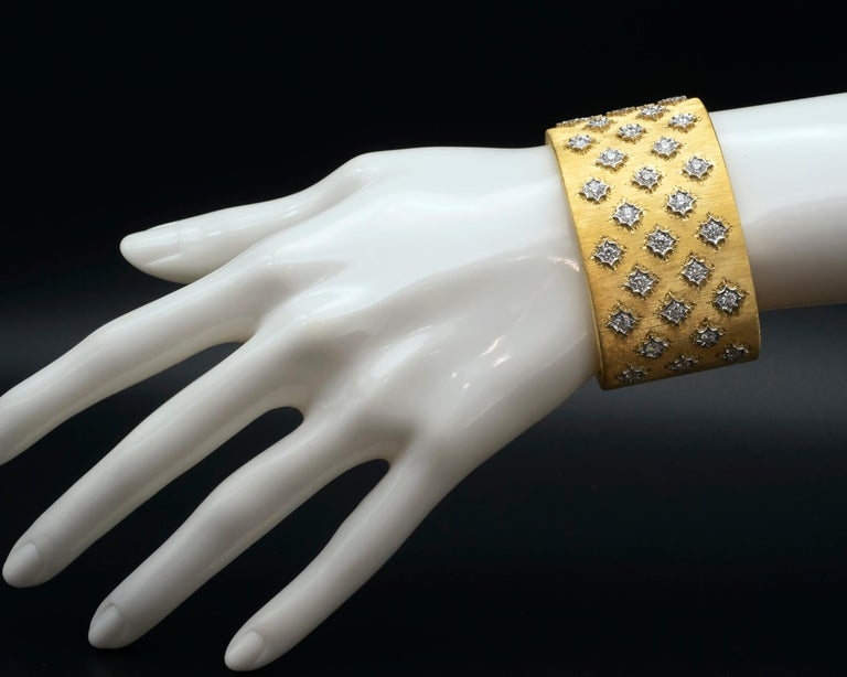 18 Karat Gold Florentine Style Diamond Cuff Bracelet In New Condition For Sale In Monte Carlo, MC