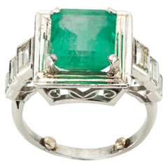 18 Karat Gold Ladies Ring with Natural 4.20 Carat Colombian Emerald and Diamonds