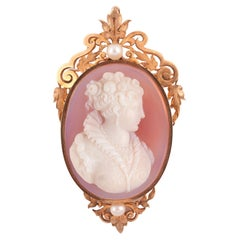 18kt Gold Natural Pearl and Agate Cameo Pendant/Brooch
