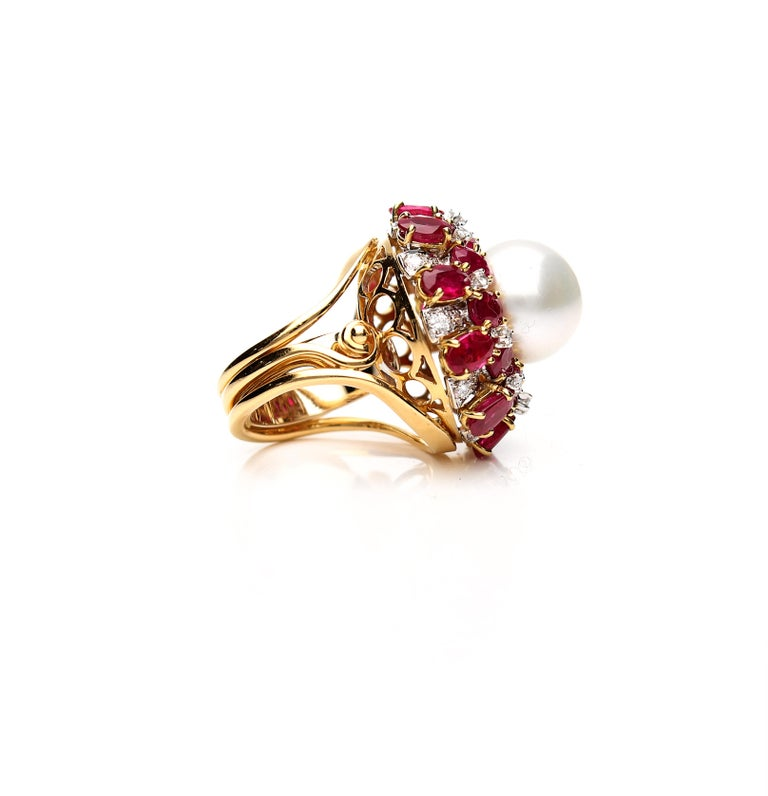 Retro 18 Karat Gold Ring with Oval Cut Rubies, Diamonds and South Sea Pearl For Sale
