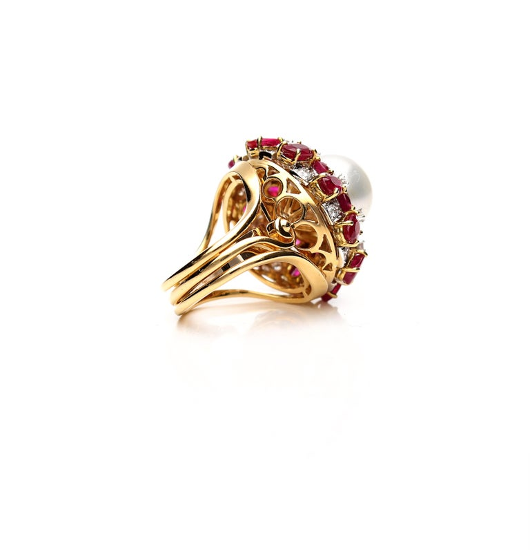 Women's 18 Karat Gold Ring with Oval Cut Rubies, Diamonds and South Sea Pearl For Sale