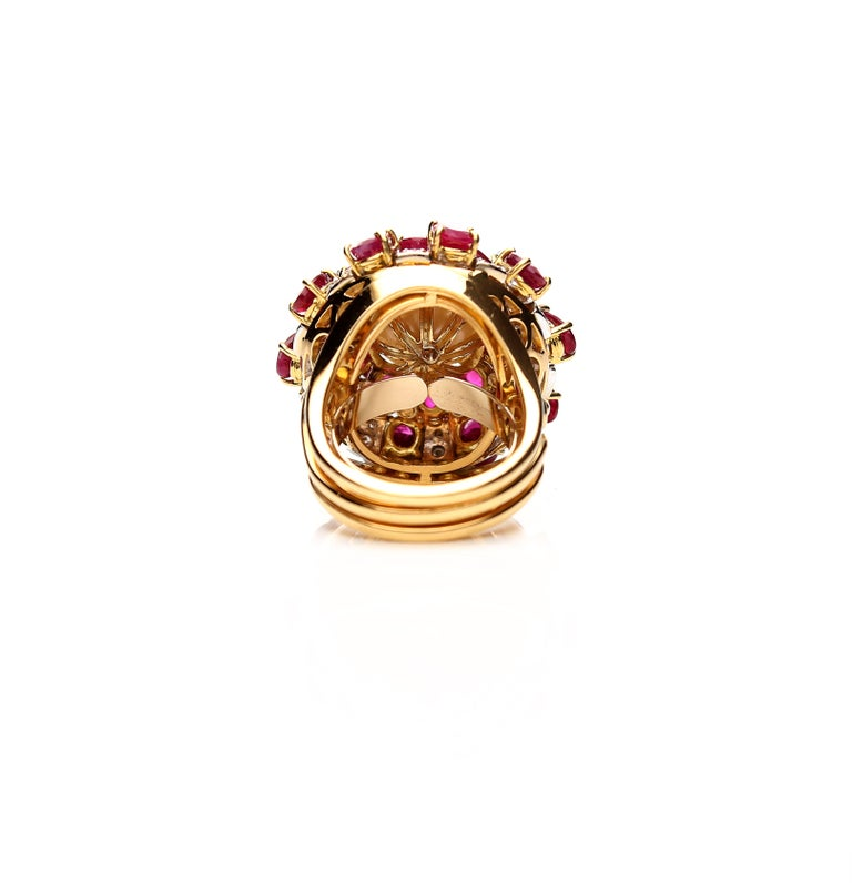 18 Karat Gold Ring with Oval Cut Rubies, Diamonds and South Sea Pearl For Sale 2