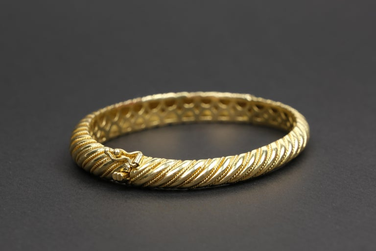 18 Karat Gold Torsade Bracelet In Good Condition For Sale In Bradford, Ontario
