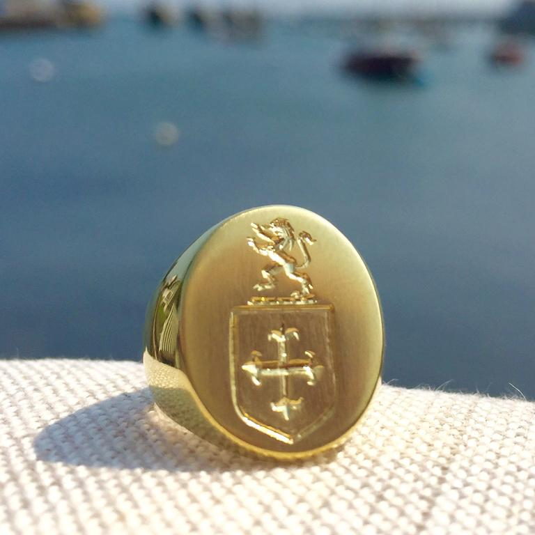 The Scott Signet Ring in 18 Karat Gold For Sale 1
