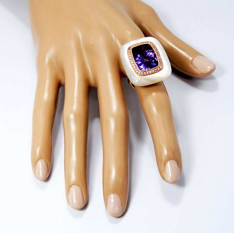 Women's 18kt Gold, Amethyst and Mother of Pearl Ring with Frame of 0.20 Carat Diamonds