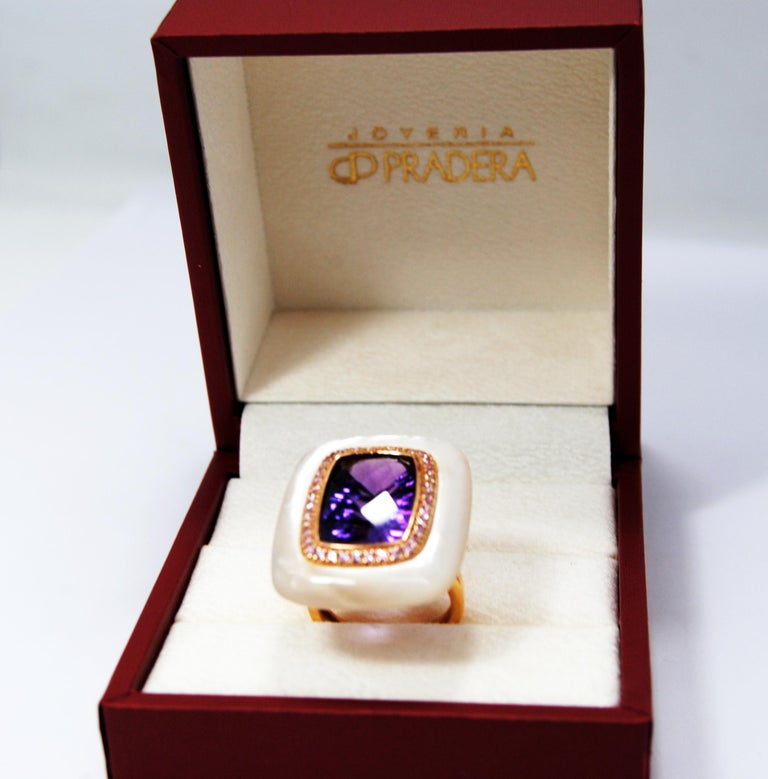 18kt Gold, Amethyst and Mother of Pearl Ring with Frame of 0.20 Carat Diamonds 1