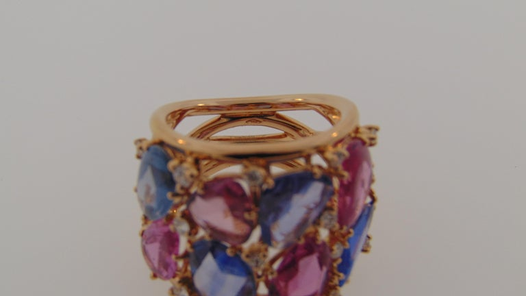 18 Karat Rose Gold Blue and Pink Sapphire Ring with Diamonds In New Condition For Sale In Delray Beach, FL