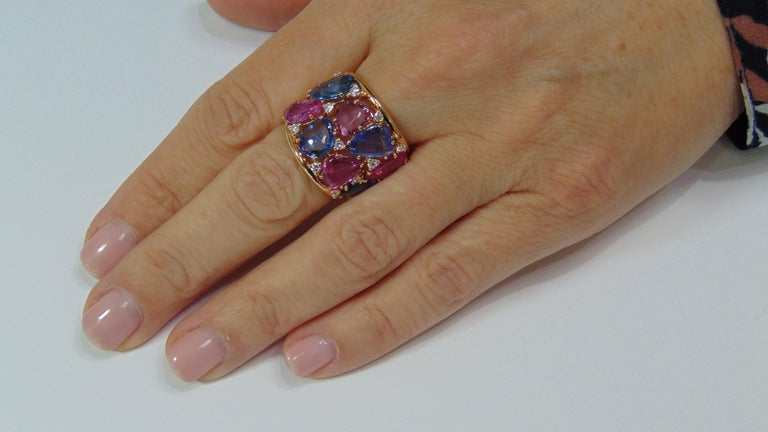 18 Karat Rose Gold Blue and Pink Sapphire Ring with Diamonds For Sale 2